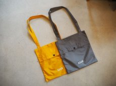 画像2: A.D.A.N NYLON BAG GREY (2)